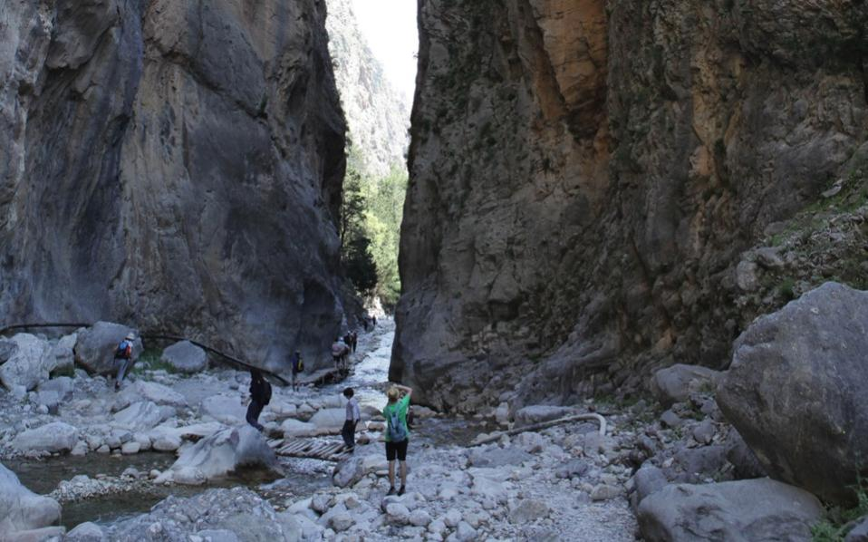 Samaria Gorge Trek: Full-Day Excursion